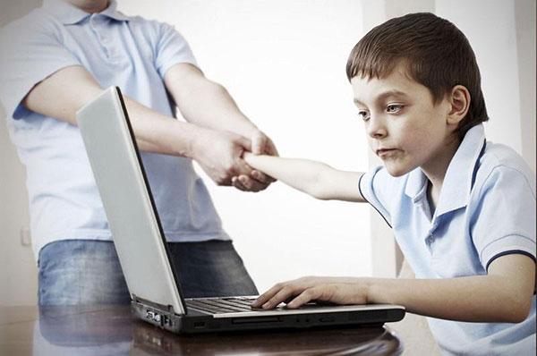 tác hại của máy tính với trẻ nhỏ